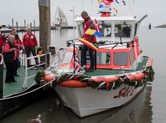 Feierliche taufe des neuen juister seenotrettungsbootes for Ms wappen von juist technische daten