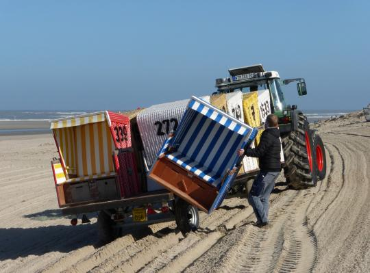 Strandkorb am strand  NDR dreht: Erster Strandkorb am Strand Aktuelles | Langeoog ...